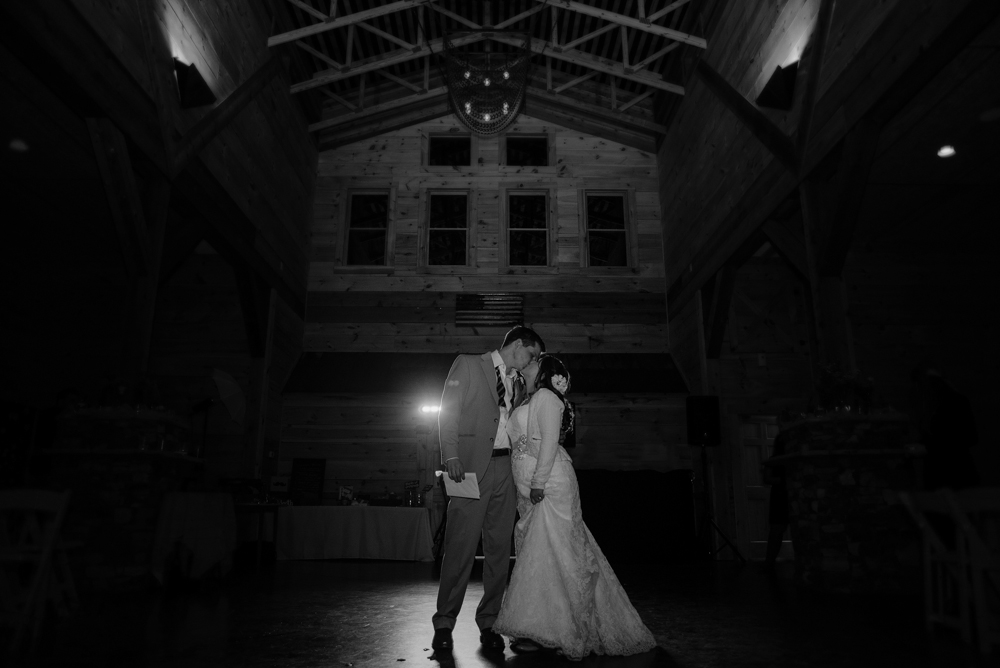 Atlanta & Destination Wedding Photography | Joyelan.com | The Walters Barn